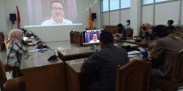 Pansus dan tim pengawasan Bansos pemerintah yang dibentuk DPRD Kalteng, sedang melaksanakan rapat konsultasi dengan Ketua Komite I DPD RI, Agustin Teras Narang, Senin (27/4/2020).