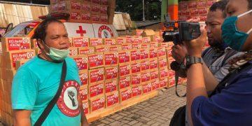 Ketua Umum Popera Mustar Bona Ventura Manurung menjelaskan pembagian batuan beras untuk masyarakat