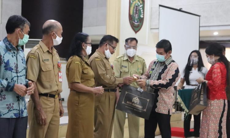 Acara perpisahan dan pelepasan Sekda Eskop di Gedung Pertemuan Umum (GPU) Mantawara, Tamiang Layang, Selasa (30/6/2020)