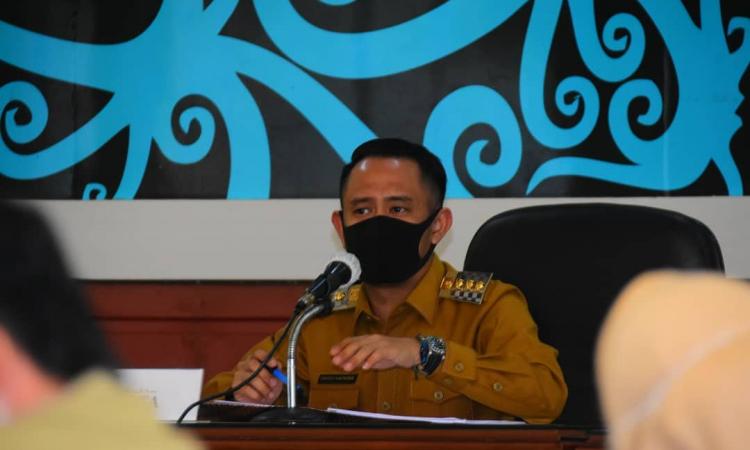 Wali Kota Palangka Raya, Fairid Naparin saat di Ruang Rapat Peteng Karuhei II, Kantor Wali Kota Palangka Raya, Selasa (28/7/2020)