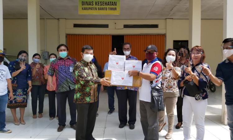 Bupati Barito Timur menerima bantuan suplemen dari perusahaan kesehatan bagi tenaga medis yang menangani Covid-19