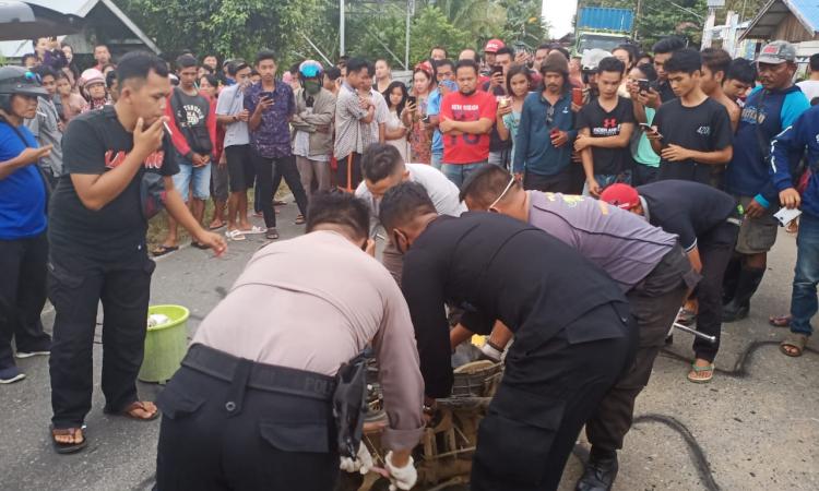 Jajaran Kepolisian dari Polsek Dusun Tengah melakukan Olah TKP Lakalantas yang menyebabkan korban meninggal dunia