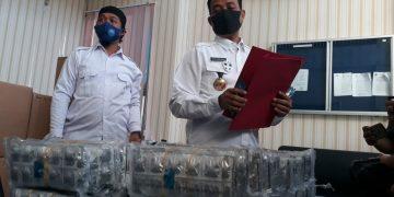 Kepala BNNP Kalteng Brigjen Pol Edy Swasono menunjukkan barang hasil penangkapan