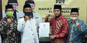 Penyerahan formulir B-1 KWK kepada pasangan Bakal Calon Bupati dan Wakil Bupati Kabupaten Kotawaringin Timur, Muhammad Rudini Darwan Ali dan H. Samsudin, S.Pd.I
