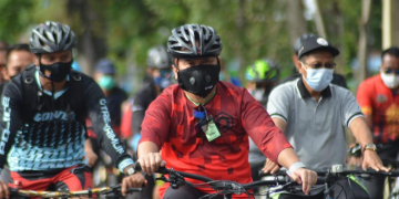 Sugianto Sabran saat gowes bersama Forkopimda dan komunitas sepeda warga, Minggu (20/9/2020)