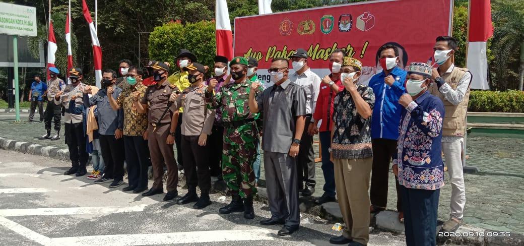 Kegiatan membagi-bagikan masker kepada masyarakat Katingan dan pengendara roda dua dan empat, Kamis (10/9/2020)