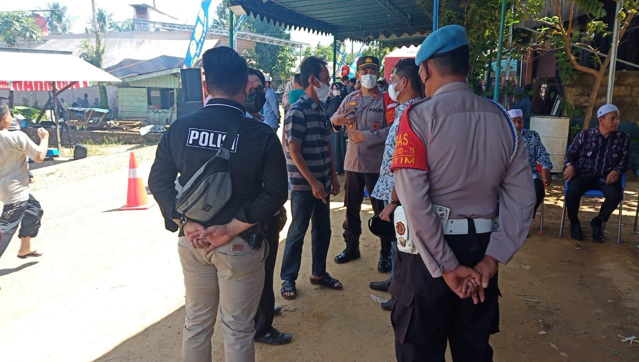 Polsek Dusun Tengah, Polres Barito Timur dan Satgas Covid-19 dalam kegiatan pendisiplinan masyarakat tentang protokol kesehatan (Prokes)