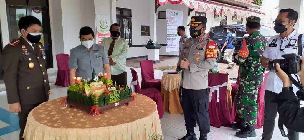Bupati Barito Timur Ampera AY Mebas saat menghadiri kegiatan Hari Bhakti Adhyaksa (HBA) ke-61 di Kantor Kejaksaan Negeri Barito Timur, Kamis (22/7/2021)