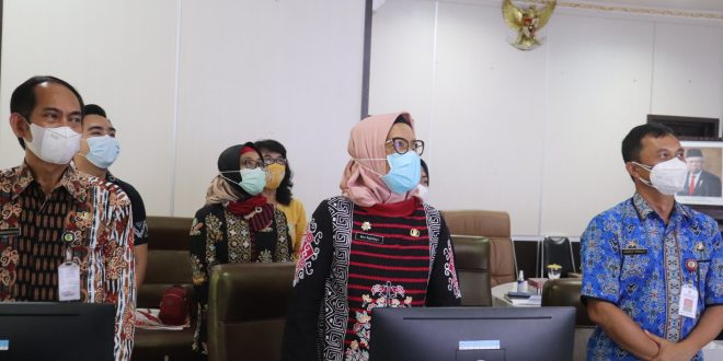 Sekda Kota Palangka Raya, Hera Nugrahayu, saat menghadiri PKS secara virtual