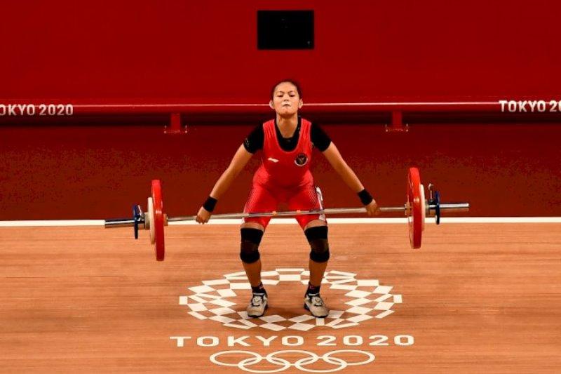 atlet angkat besi windy cantika raih medali pertama untuk Indonesia di Olimpiade Tokyo