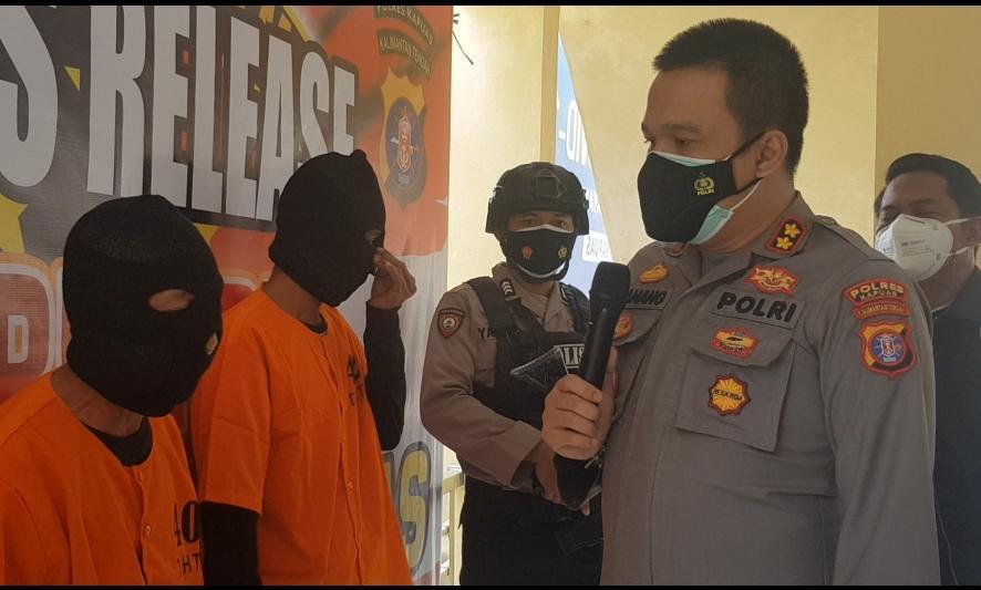 Kapolres Kapuas saat meminta keterangan kepada pelaku kasus perdagangan anak di bawah umur