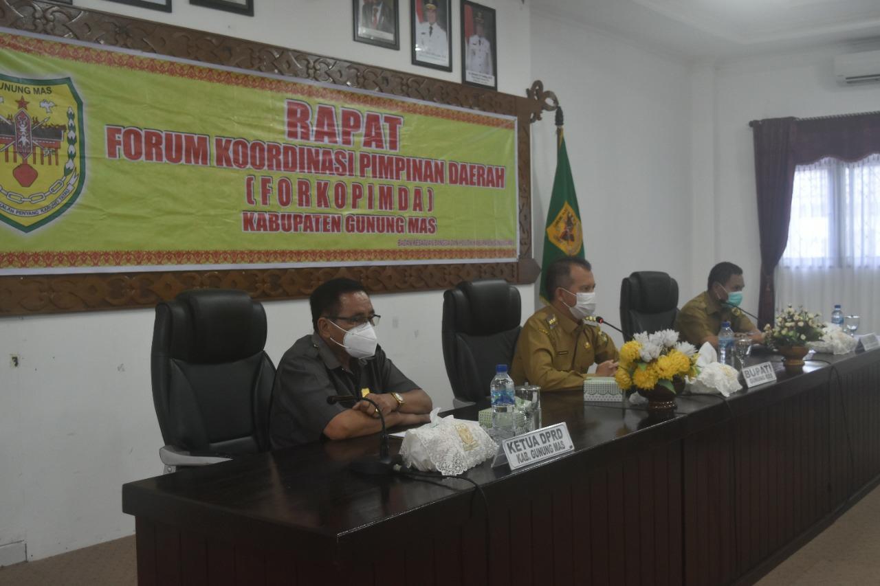 Pemkab Gumas saat menggelar kegiatan rapat tanggap darurat bencana banjir dan tanah longsor di Kabupaten Gunung Mas di ruang rapat lantai 1 kantor Bupati, Selasa (7/9/2021)