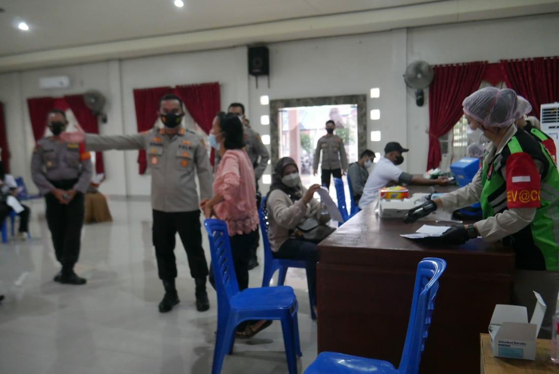 Polres Barito Timur saat menggelar kegiatan vaksin Covid-19 kepada sedikitnya 140 Aparatur Sipil Negara (ASN), Pegawai BUMN dan masyarakat, di Mapolres Barito Timur, Senin (13/9/2021)
