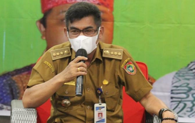Plt. Kadis KominfoSantik Agus Siswadi saat menjadi narasumber pada kegiatan orientasi cara cerdas menggunakan media sosial yang digelar oleh PWI Kalteng