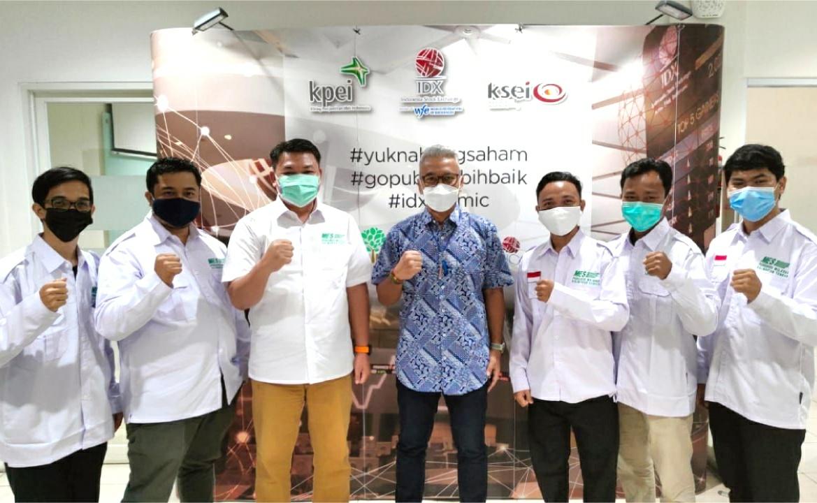Masyarakat Ekonomi Syariah (MES) Provinsi Kalimantan Tengah saat melakukan kunjungan ke Bursa Efek Indonesia (BEI) Perwakilan Kalimantan Tengah di Kantor BEI Kalteng, Jalan RTA Milono, Palangka Raya, Rabu (15/9/2021)