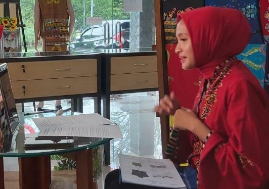 Ketua Dekranasda Provinsi Kalteng Ivo Sugianto Sabran saat menjadi narasumber pada pameran online rumah Kriya Asri