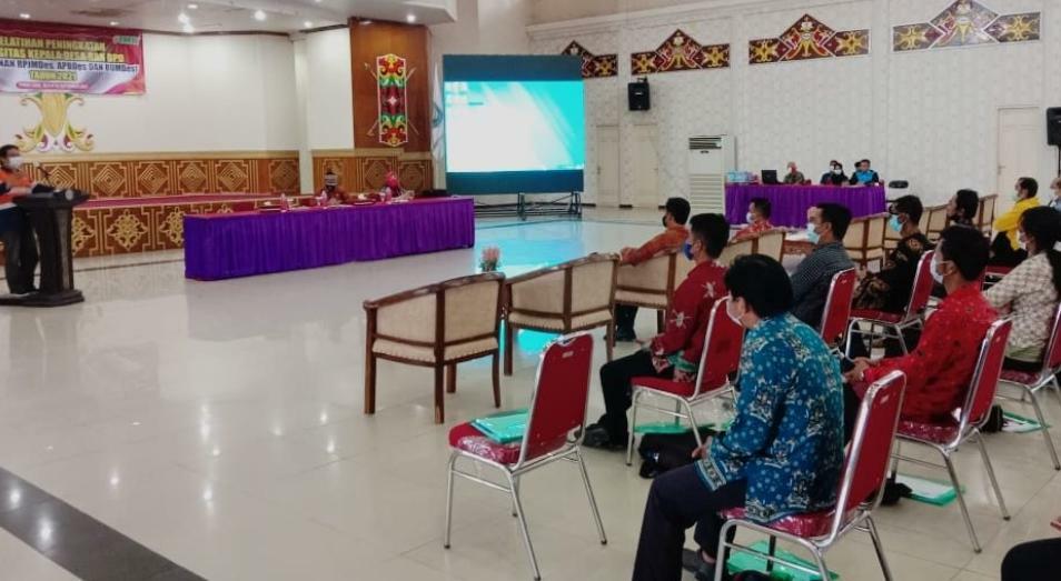 Pelaksanaan pelatihan peningkatan kapasitas dalam penyusunan Rencana Pembangunan Jangka Menengah Desa (RPJMDes), Anggaran Pendapatan Belanja Desa (APBDes), dan Badan Usaha Milik Desa (BUMDes), di GPU Tira Tangka Balang di Puruk Cahu, Kamis (16/9/2021)