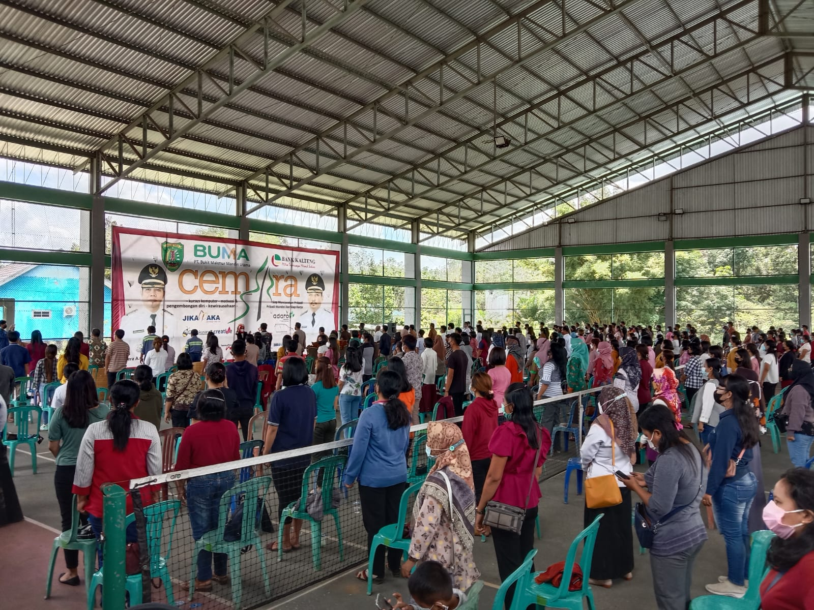 kegiatan pelatihan dengan Program Cemara (Cerdaskan Masyarakat dan Potensi Sumber Daya) di Lapangan Tenis Indoor Tamiang Layang, Senin (27/9/ 2021)
