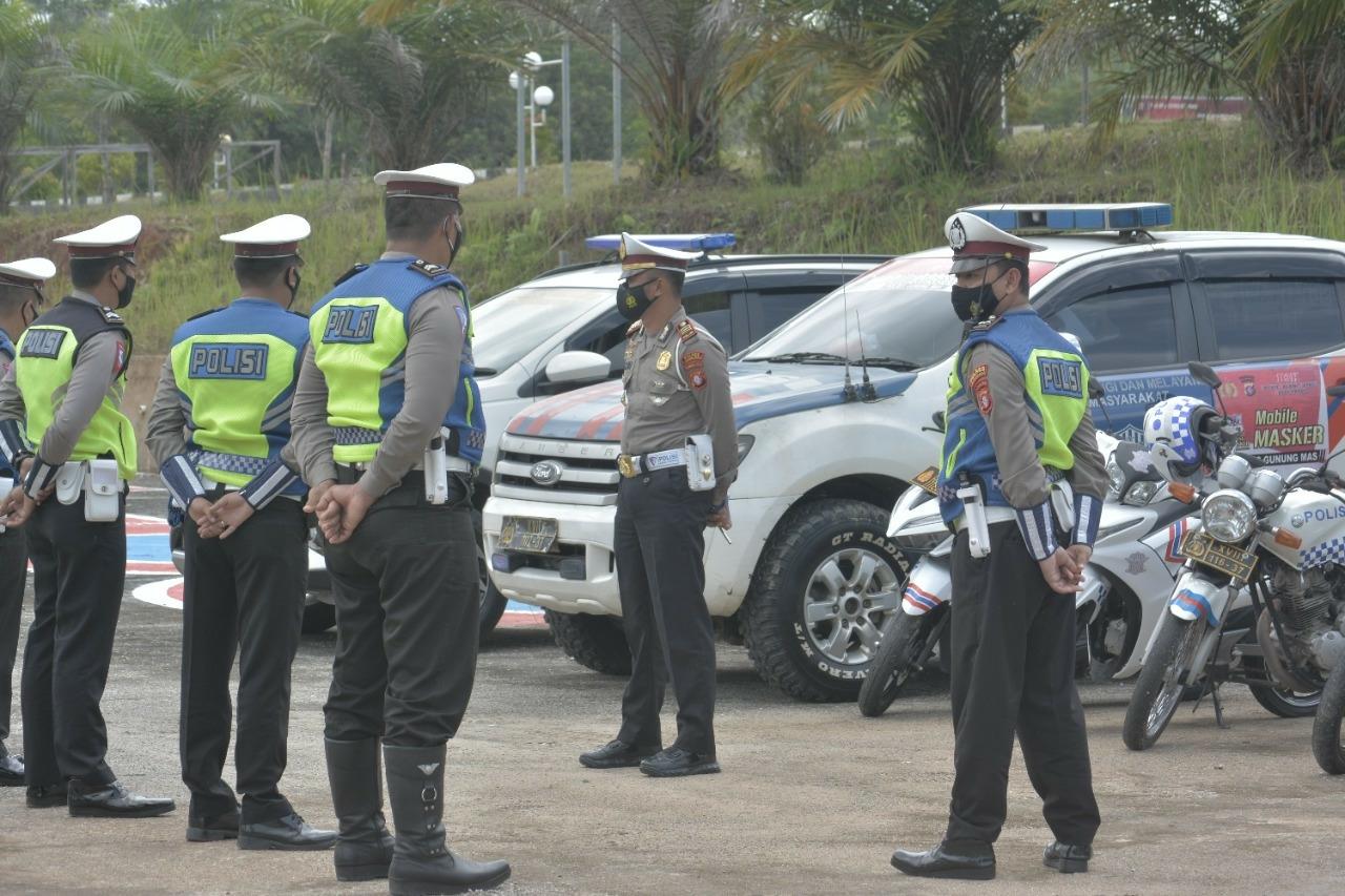 Apel kesiagaan personel dan kendaraan operasional, di Lapangan Praktek Uji SIM Kompol Harun Al-Rasyid, S.I.K., Rabu (13/10/2021)