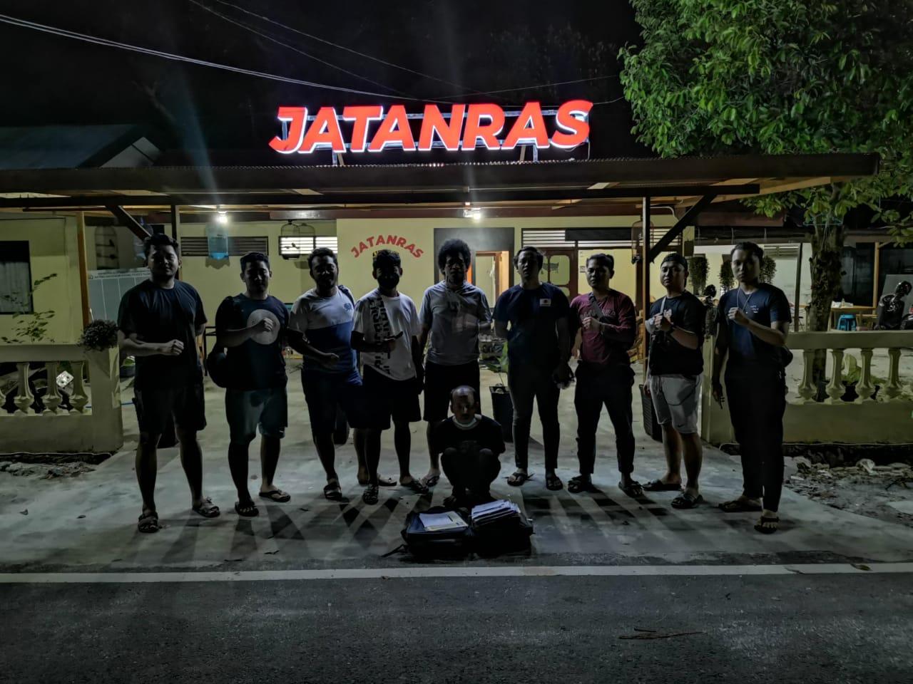 Pelaku saat diamankan oleh tim Jatanras Polresta Palangka Raya