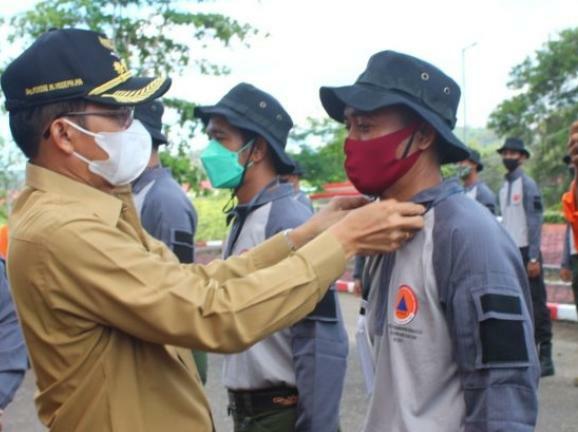 Bupati Murung Raya (Mura) Bupati Mura Perdie M. Yoseph saat membuka kegiatan pelatihan bersama penanggulangan bencana Karhutla tahun 2021, di halaman Kantor Bupati Murung Raya, Selasa (5/10/2021)