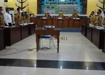 Rapat Koordinasi (Rakor) penyusunan Laporan Penyelenggaraan Pemerintah Daerah (LPPD) dan Standar Pelayanan Minimal (SPM) untuk tahun 2022 yang, di Aula Peteng Karuhei II, Senin (25/10/2021)